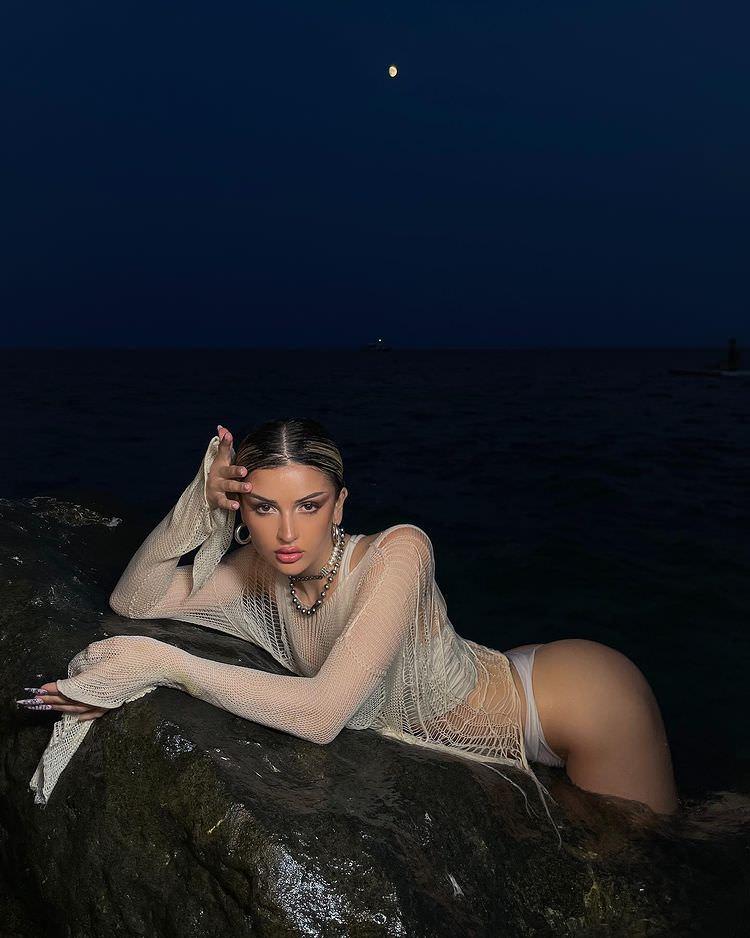Слитые фото Дины Саевой
